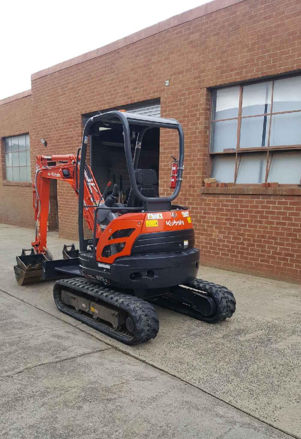 Mini-Plant-Hire-mini-excavator-bucket-down-hire-Melbourne