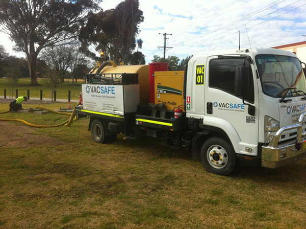 Vacsafe-Cleaning-out-local-storm-water-Pits-sewer-drain-cleaning-3000l-sucker-truck-hire-mudgee