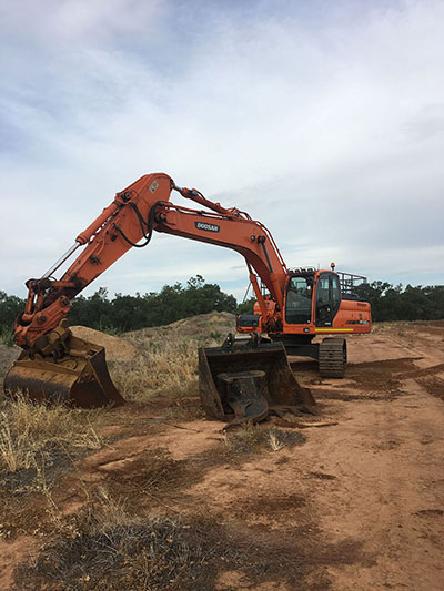Lawton-Earth-Works-Gallery-Jerilderie-Doosan-DX300LC-excavator