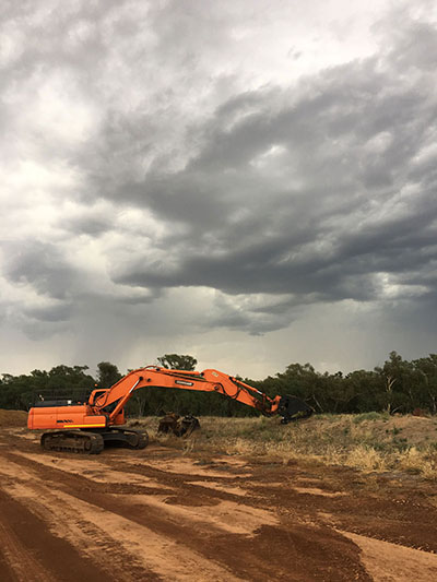 Lawton-Earth-Works-Gallery-Jerilderie-reaching-doosan-excavator