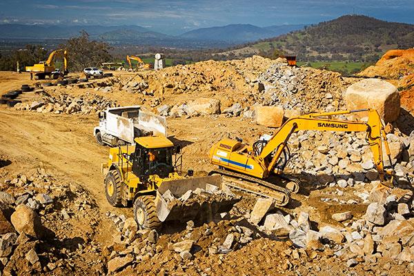 A-P-Delaney-Fleet-On-Site-Front-Loader-Excavator-Dump-Truck-Hire-Albury
