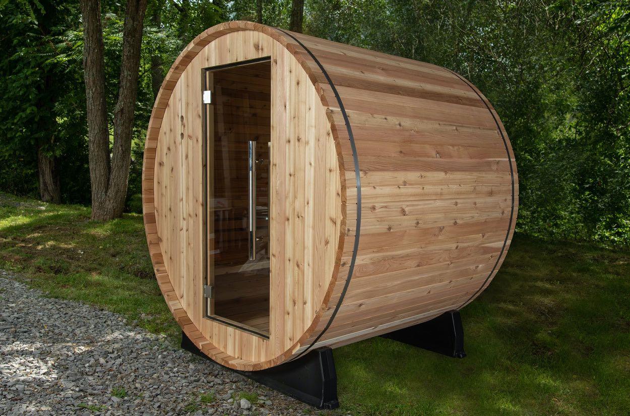 Barrel sauna in garden/