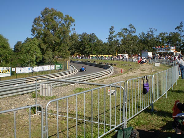 Advanced-Group-Temporary-Fencing-Crowd-Control-Festival-Fencing-Hill-climb-event-Brisbane-CCBs-temporary-fencing