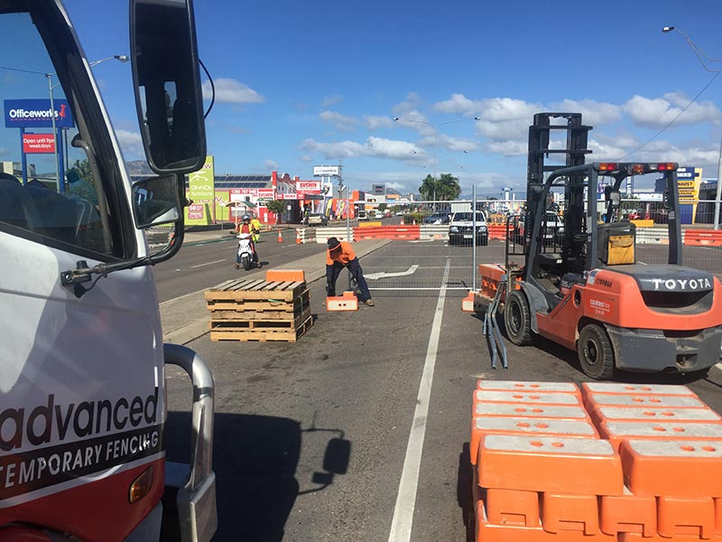 Advanced-Group-Temporary-Fencing-Crowd-Control-Festival-Fencing-Townsville-V8-Supercars-temporary-fencing