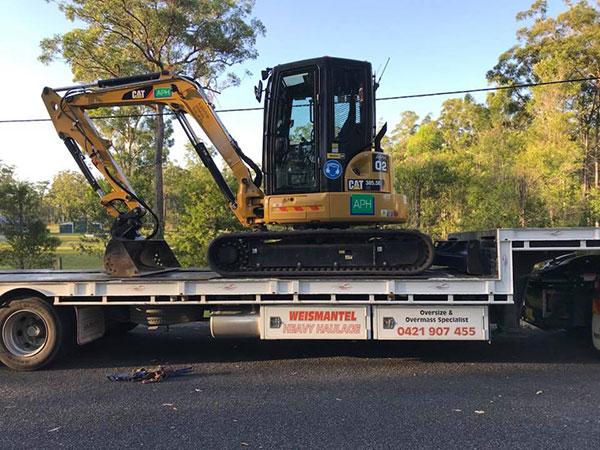 Advanced-Plant-Hire-Mini-Excavator-on-Trailer-excavator-hire-kempsey