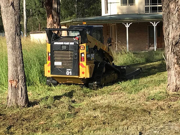 Advanced-Plant-Hire-Skidsteer-Mowing-posi-track-hire-kempsey