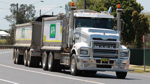 Advanced-Plant-Hire-truck-dog-bulk-haulage-Kempsey