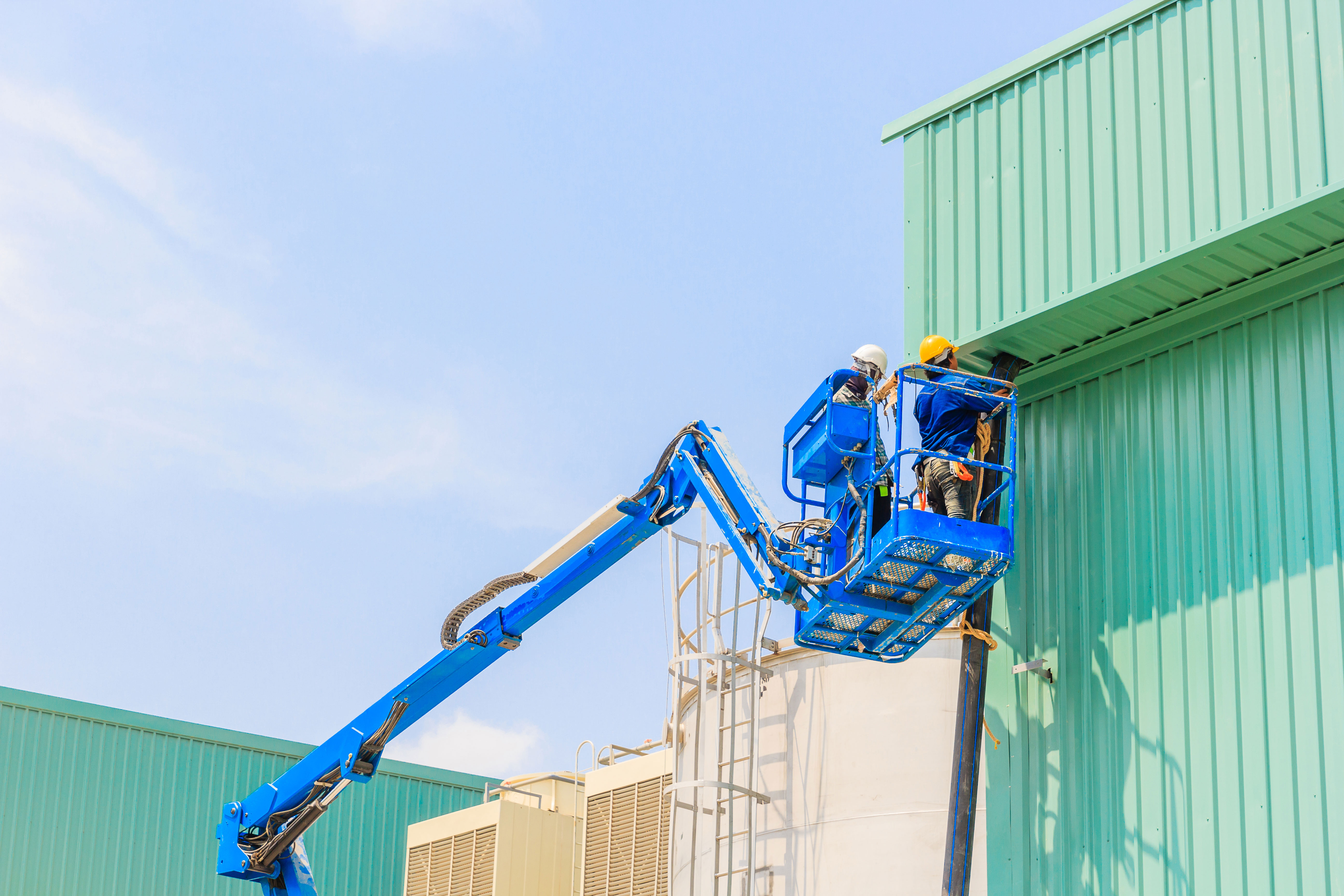 Articulated-Boom-Lift-in-use