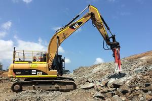 CAT excavator with Rammer 3288 PRO