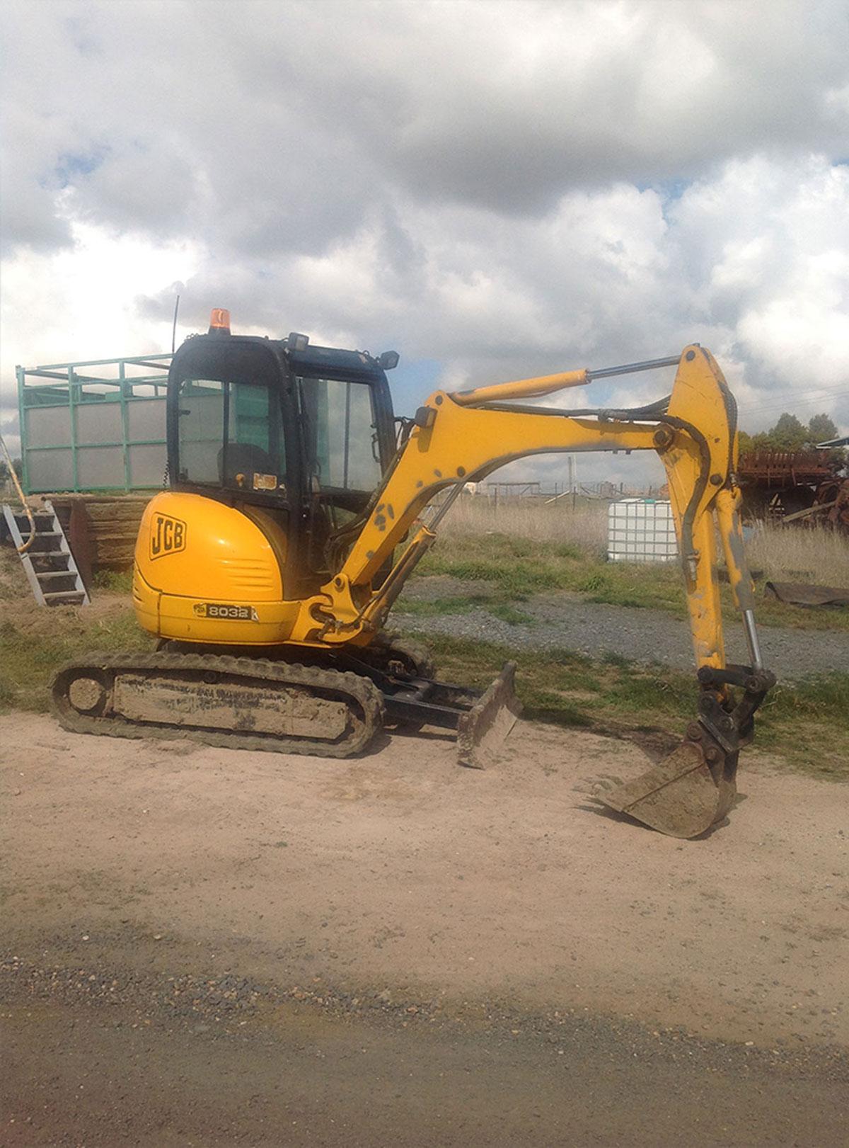 Blayney Earthmoving roller hire plant hire Bathurst