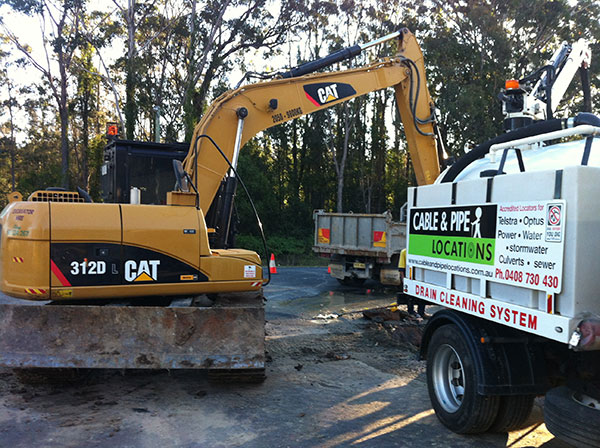 Cable-and-Pipe-Locations-excavator-tipper-truck