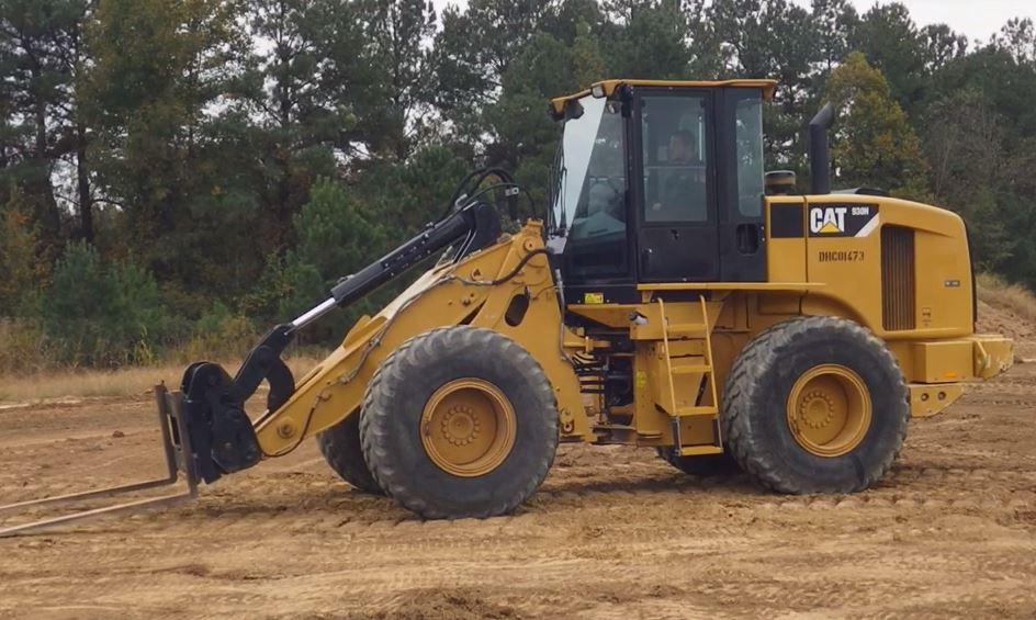 2017 Caterpillar 930 fork, bucket, and jib tyre handler