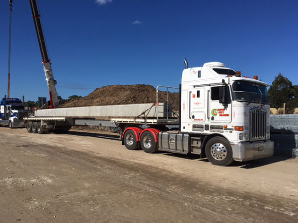 Kenworth Truck with Extendable Trailer Coffs Harbour