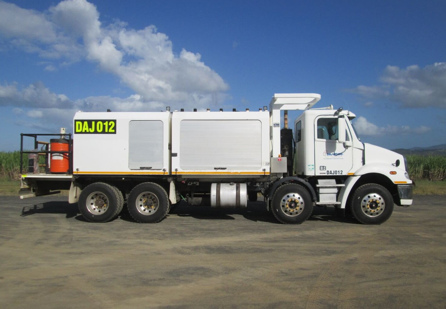 FREIGHTLINER CL112 SERVICE TRUCK FOR HIRE