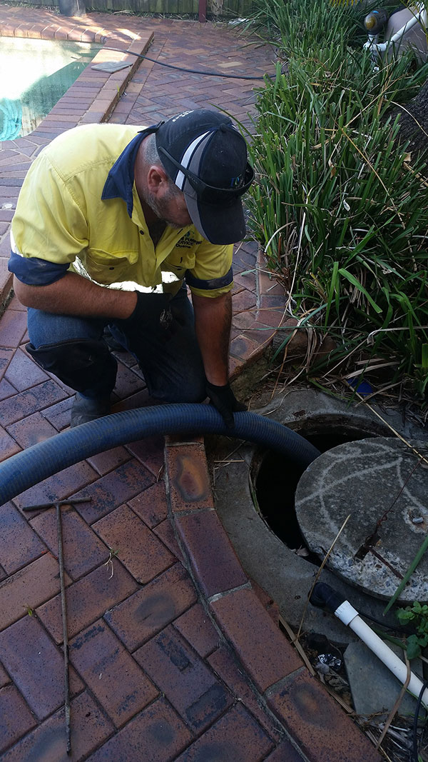 DC-Vacuum-Pumping-Services-inspection-of-a-septic-Logan