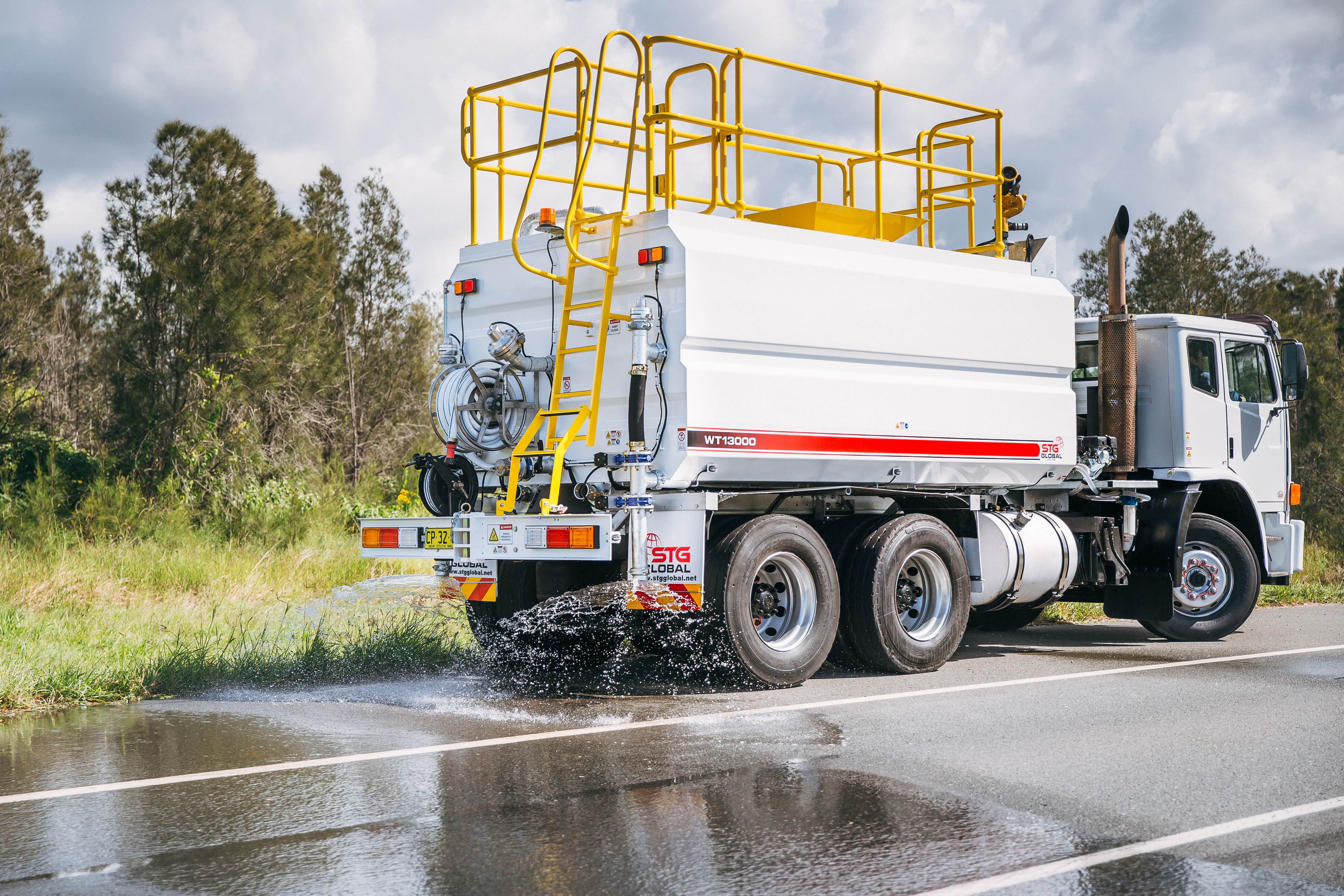 STG Global 2013 Iveco Acco 2350G Auto 6x4 13000 Water Trucks for sale