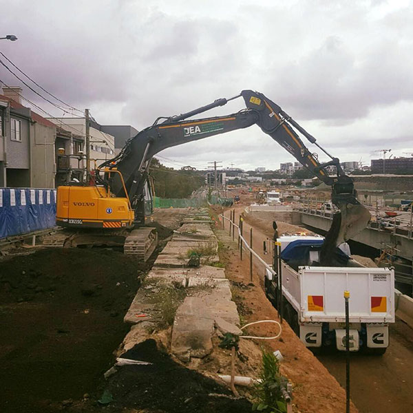Detailed-Excavations-Tipper-excavator-tipping-Sydney
