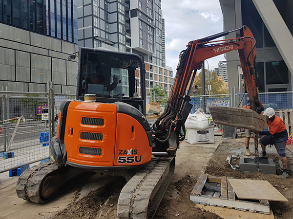 Dicks-Diggers-25t-Excavator-ZX55U-5A3-excavation-detailed-Parramatta