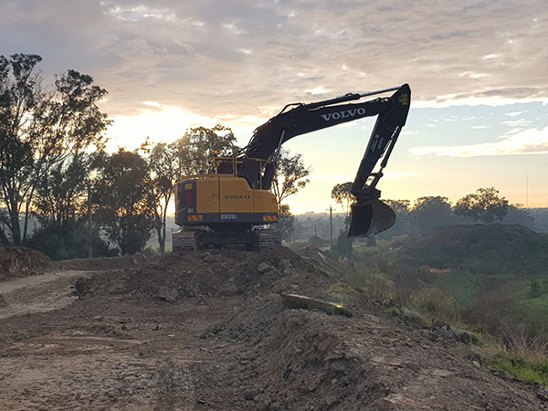 Dicks-Diggers-morning-volvo-excavator-bulk-excavation-Campbelltown