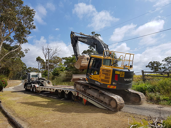 Dicks-Diggers-transport-haulage-float-excavator-hire-Sydney