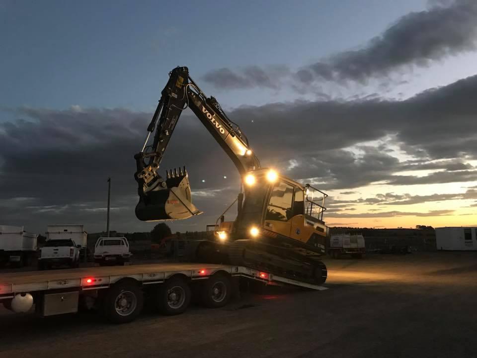 Dirtcon-Civil-Hire-nightworks-volvo-excavator