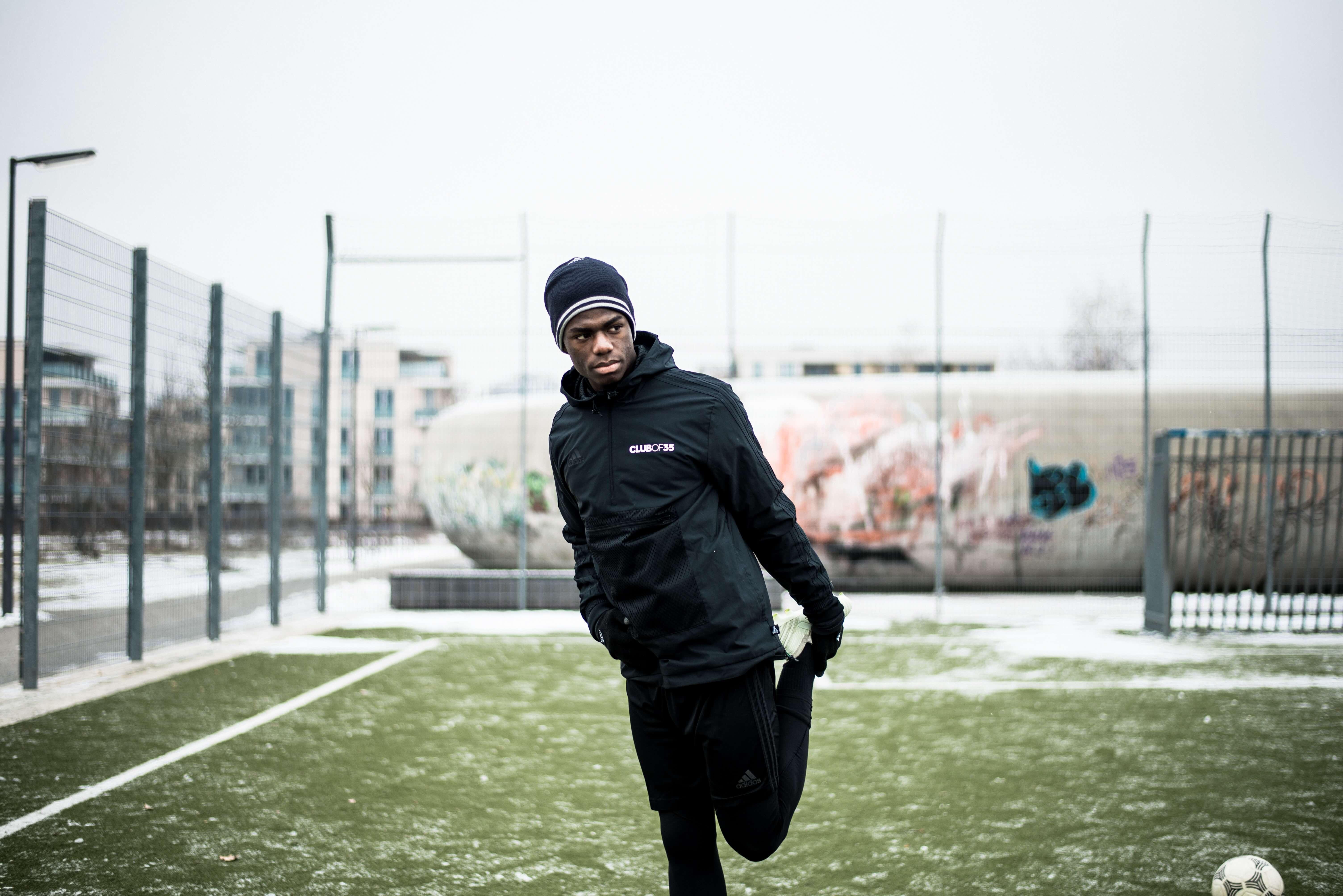 Fußball Dehnübungen Blogartikel Prävention von Sportverletzungen