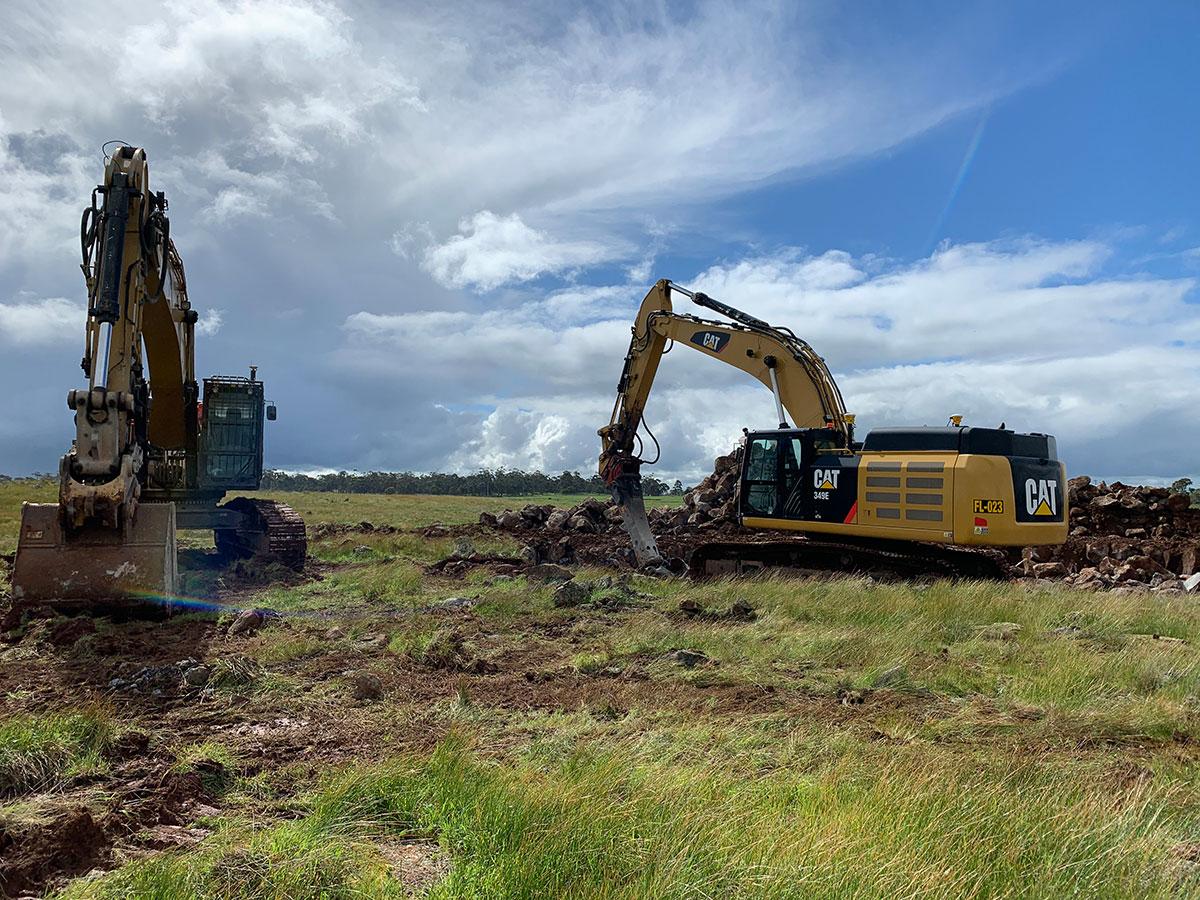 Fletcher-Bros-Solutions-excavator-dual-Earthwork-Contracting-Melbourne