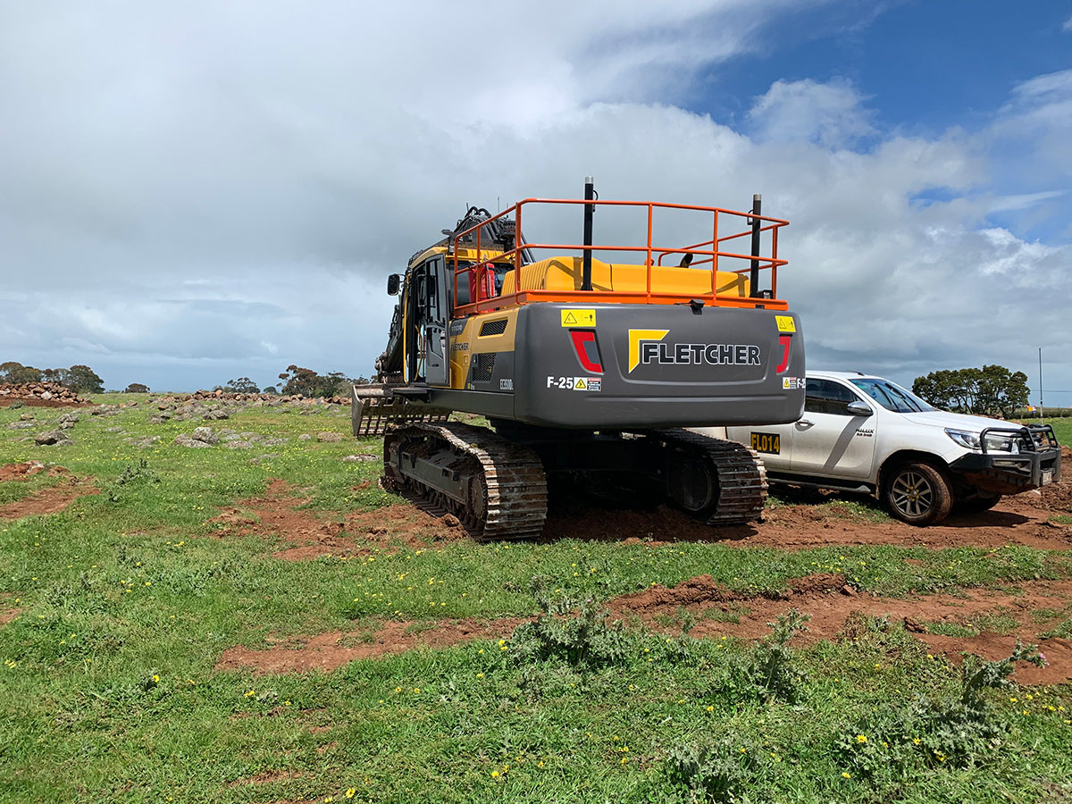 Fletcher-Bros-Solutions-fleet-sieve-bucker-excavator-plant-equipment-hire-melbourne