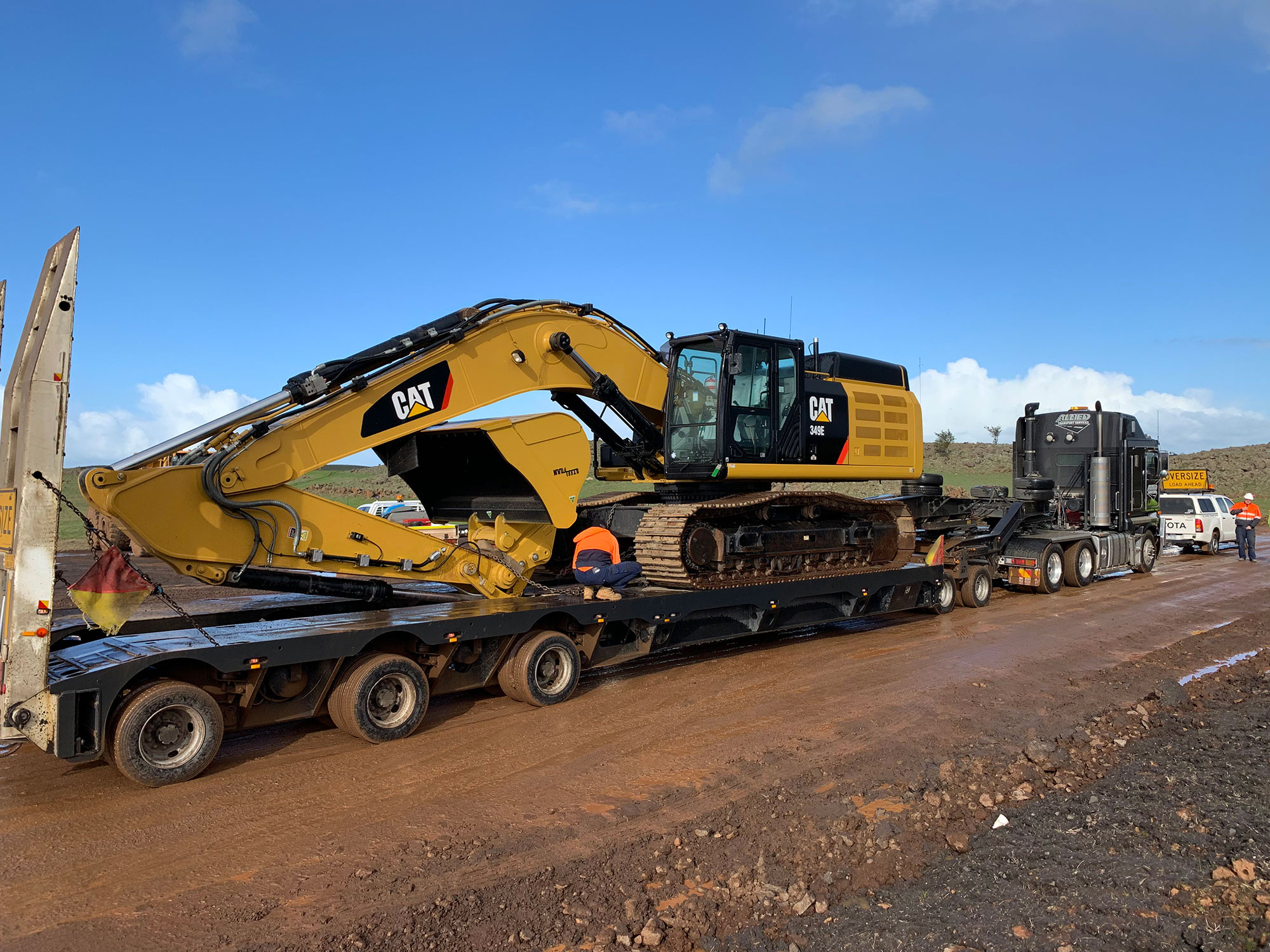 Fletcher-Bros-Solutions-float-excavator-transport-Heavy-Haulage-services-melbourne
