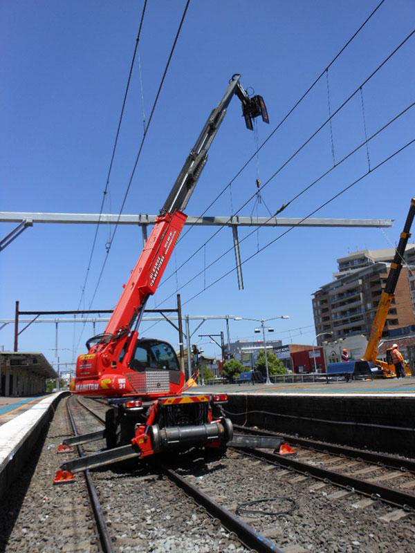 Hi-Range-Crane-Hire-Hi-Rail-Crane-structure-install-2-hire-telehandler-Campbelltown