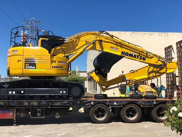 Hireways-Komatsu-excavator-float-hire-Perth