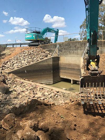 Lawton-Earthworks-Excavator-hire-drainage-Jerilderie
