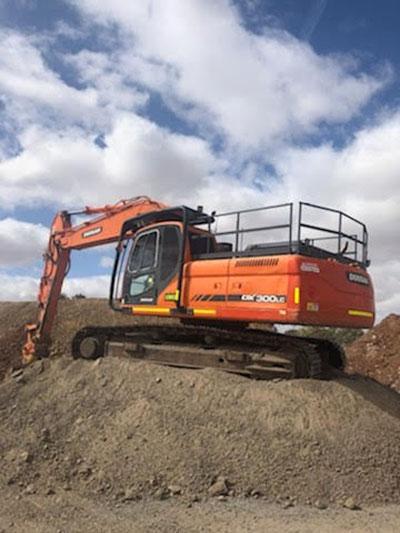 Lawton-Earthworks-excavator-hire-Jerilderie
