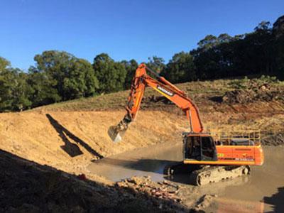 Leader-Earthworks-wet-hire-excavators-7
