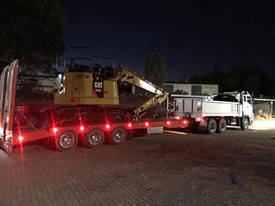 Leader-Earthworks-Plant-Hire-Murwillumbah-plant-hire-transport-night
