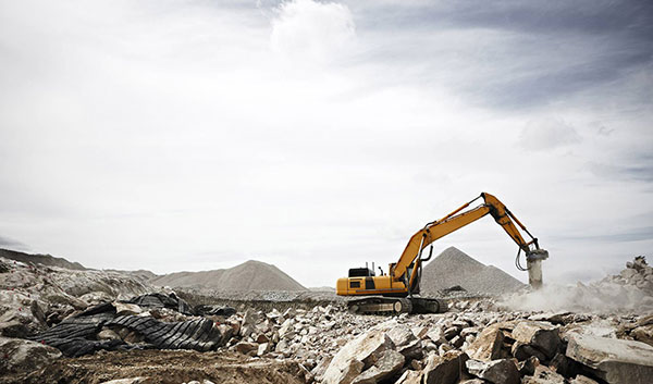 Leech-Earthmoving-Banner-excavator-hire-rock-breaker-attachment-Castlemaine