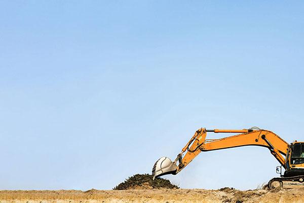 Leech-Earthmoving-Excavator-hire-Castlemaine