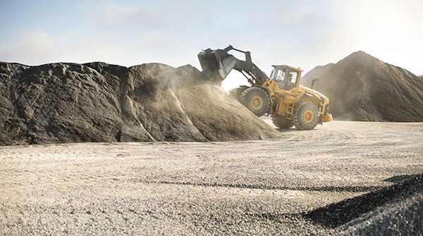 Leech-Earthmoving-dirt-loader-hire-Castlemaine