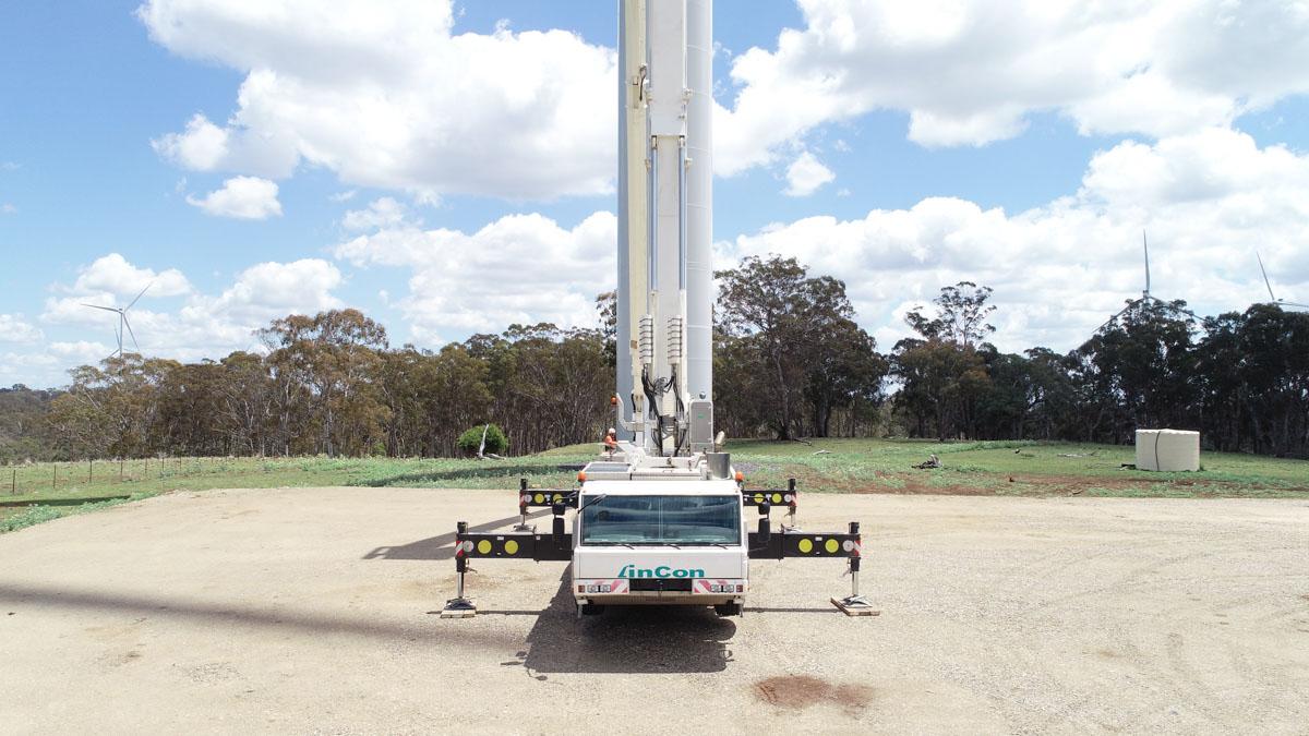 WT1000 Mobile crane front