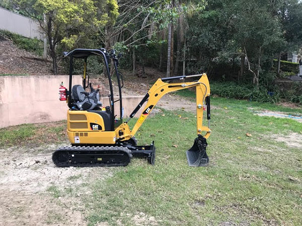 MW-Hire-excavator-cat-onsite