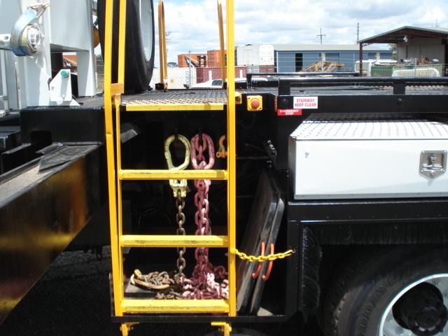 MW-Hire-crane-truck-side