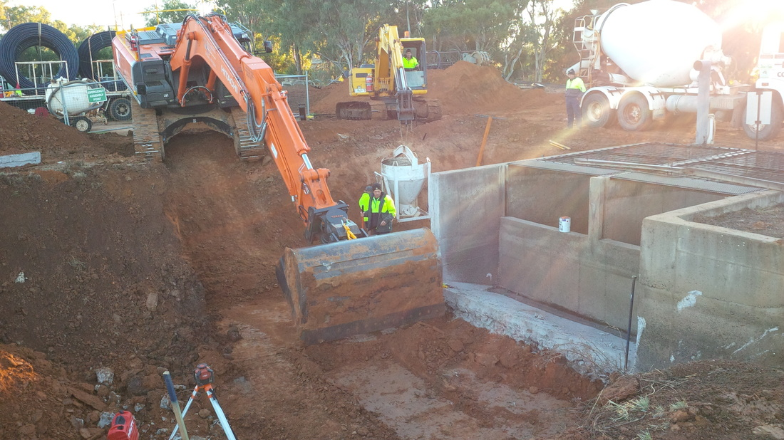 Macquarie Civil Excavation on discharge structure at Narromine NSW