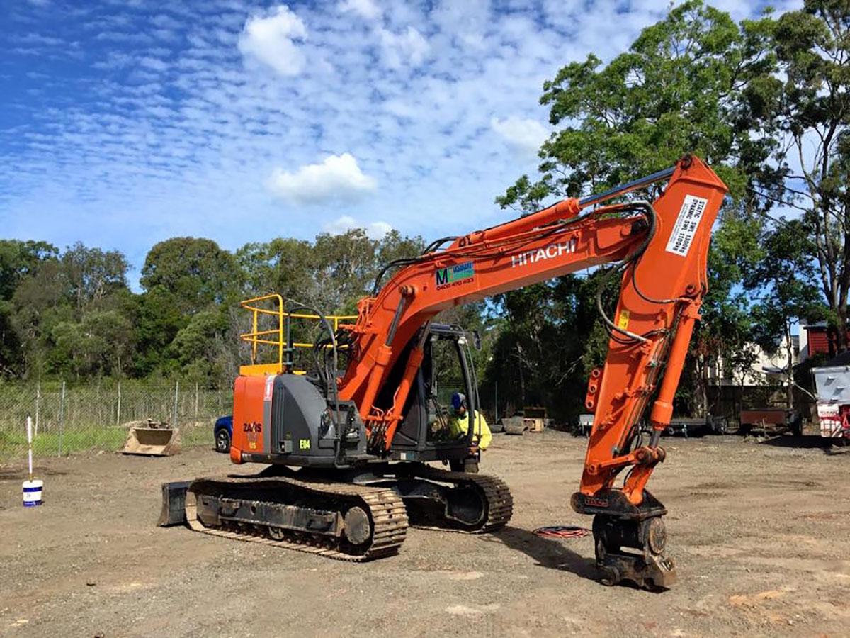 Mcmanaway_Earthmoving hitachi excavator attachment