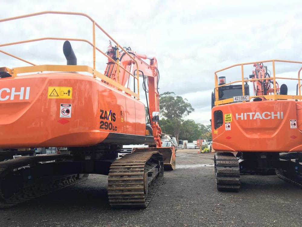 Mcmanaway_Earthmoving hitachi fleet excavators (2)