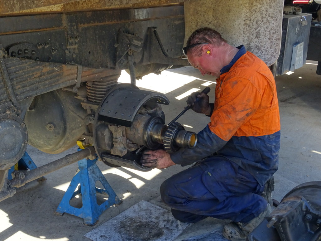 Mobile-Diesel-Services-Brisbane-operator-repair
