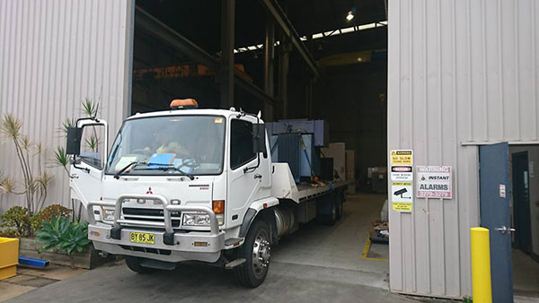 National-Cranes-and-Engineering-service-truck-flatbed-tilt-tray-truck-hire-services