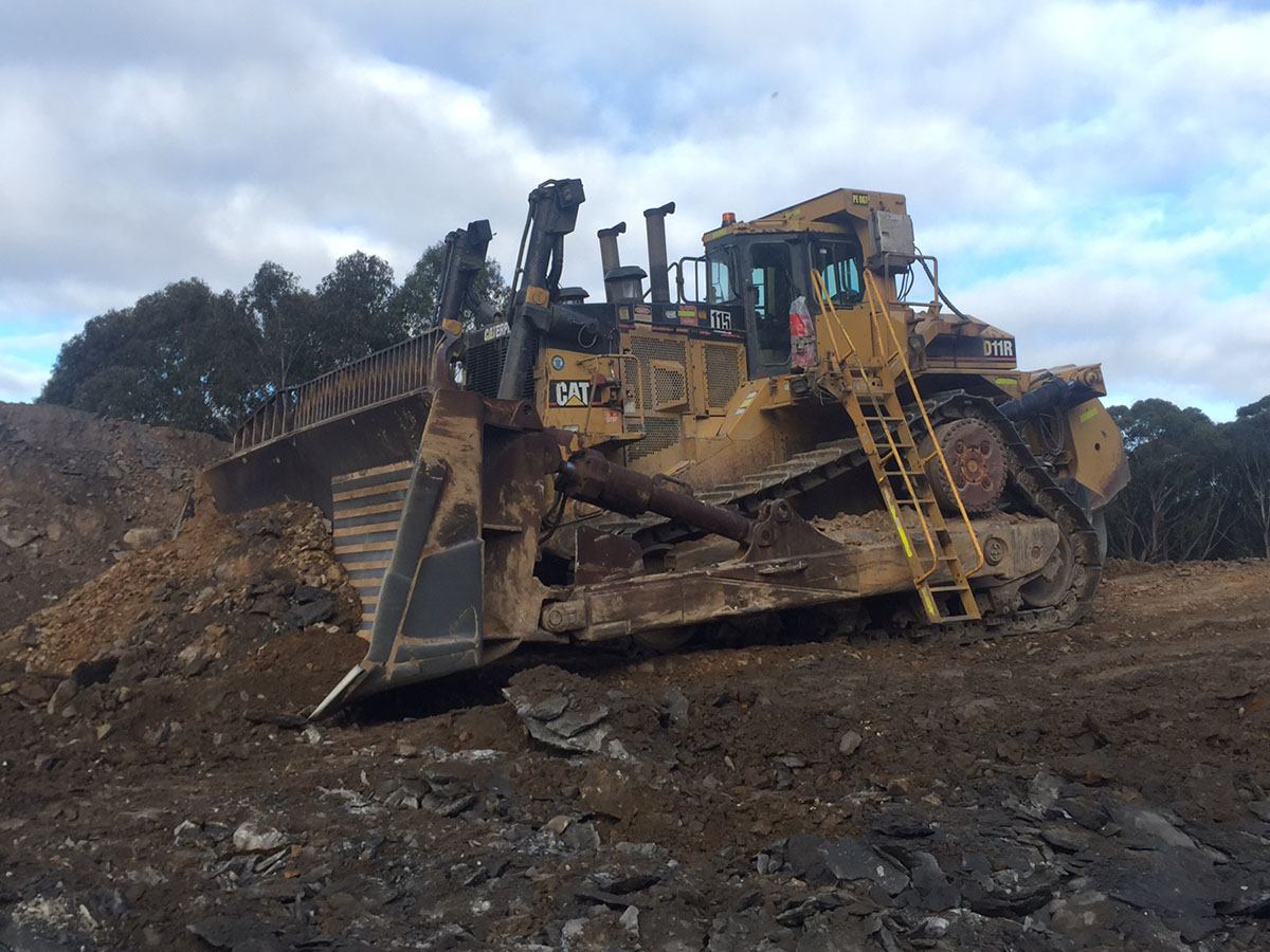 Peters Earthmoving Dozer Cat 011R on site