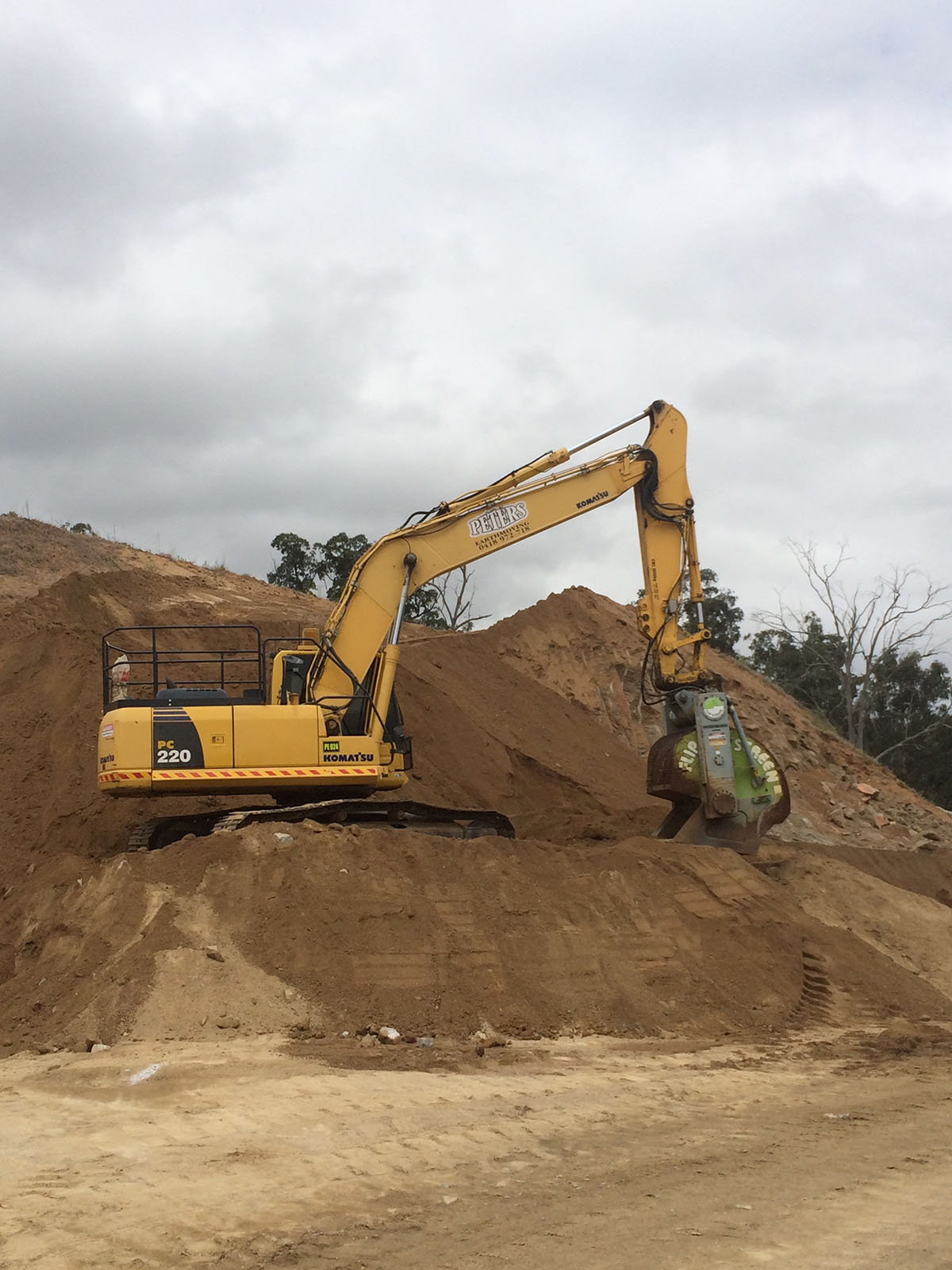 Peters Earthmoving PC 220 Excavator