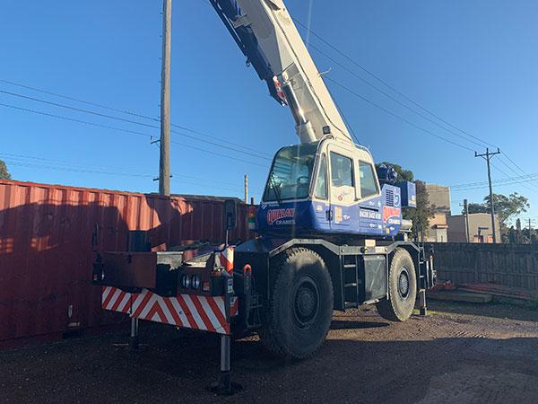 Quinlan-Cranes-front-rough-terrain-crane-truck-hire-Melbourne