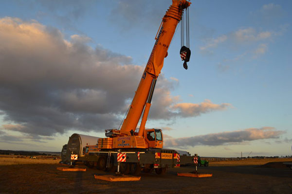 Quinlan-Cranes-sunset-on-site-rough-terrain-mobile-crane-hire-Melbourne